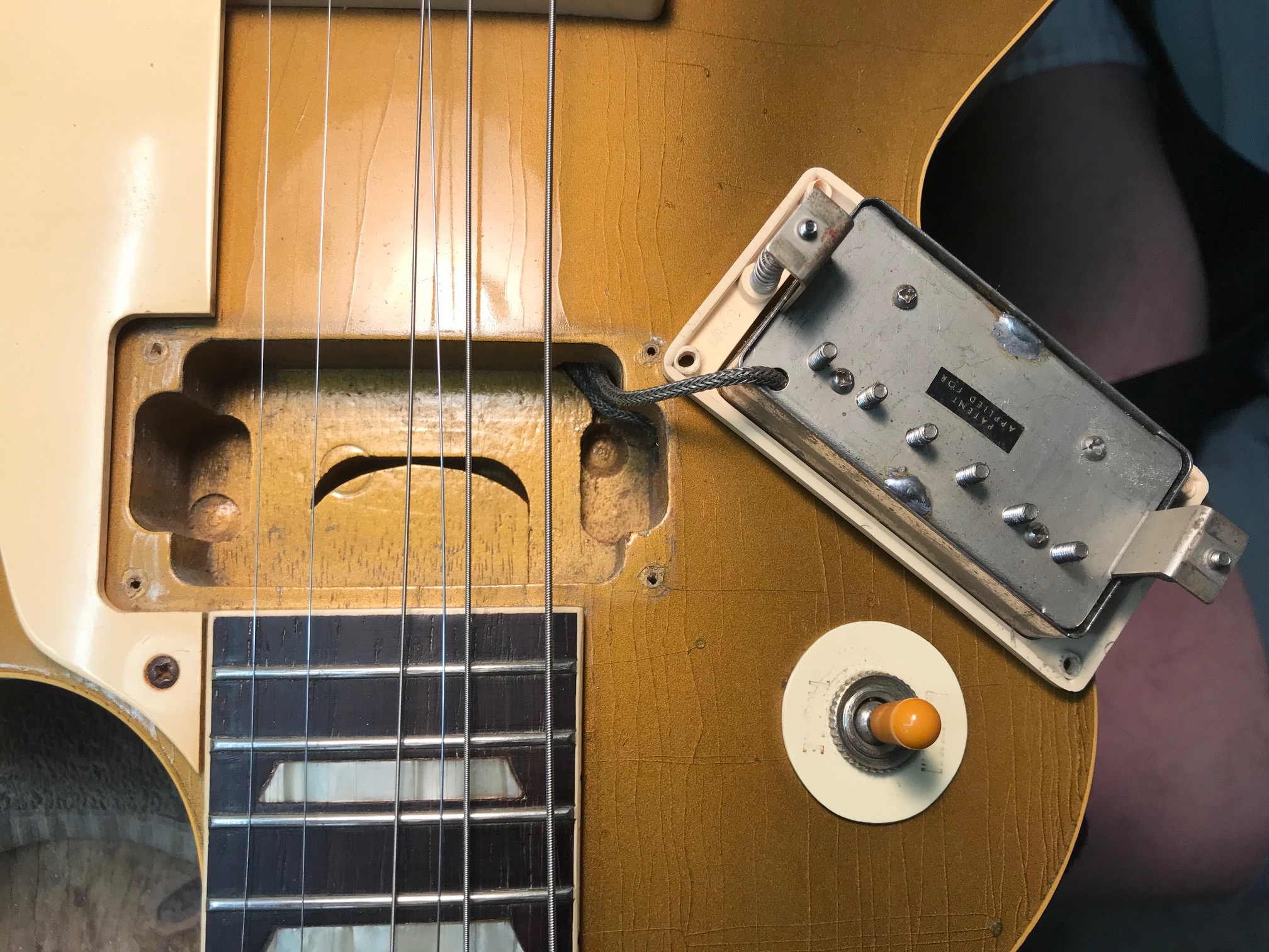 7cae2a4456531c This is a very rare 1957 Gibson Les Paul PAF Gold Top (SN# 75216). There  were very few of these made in 1957, and this one has the particularly rare  and ...