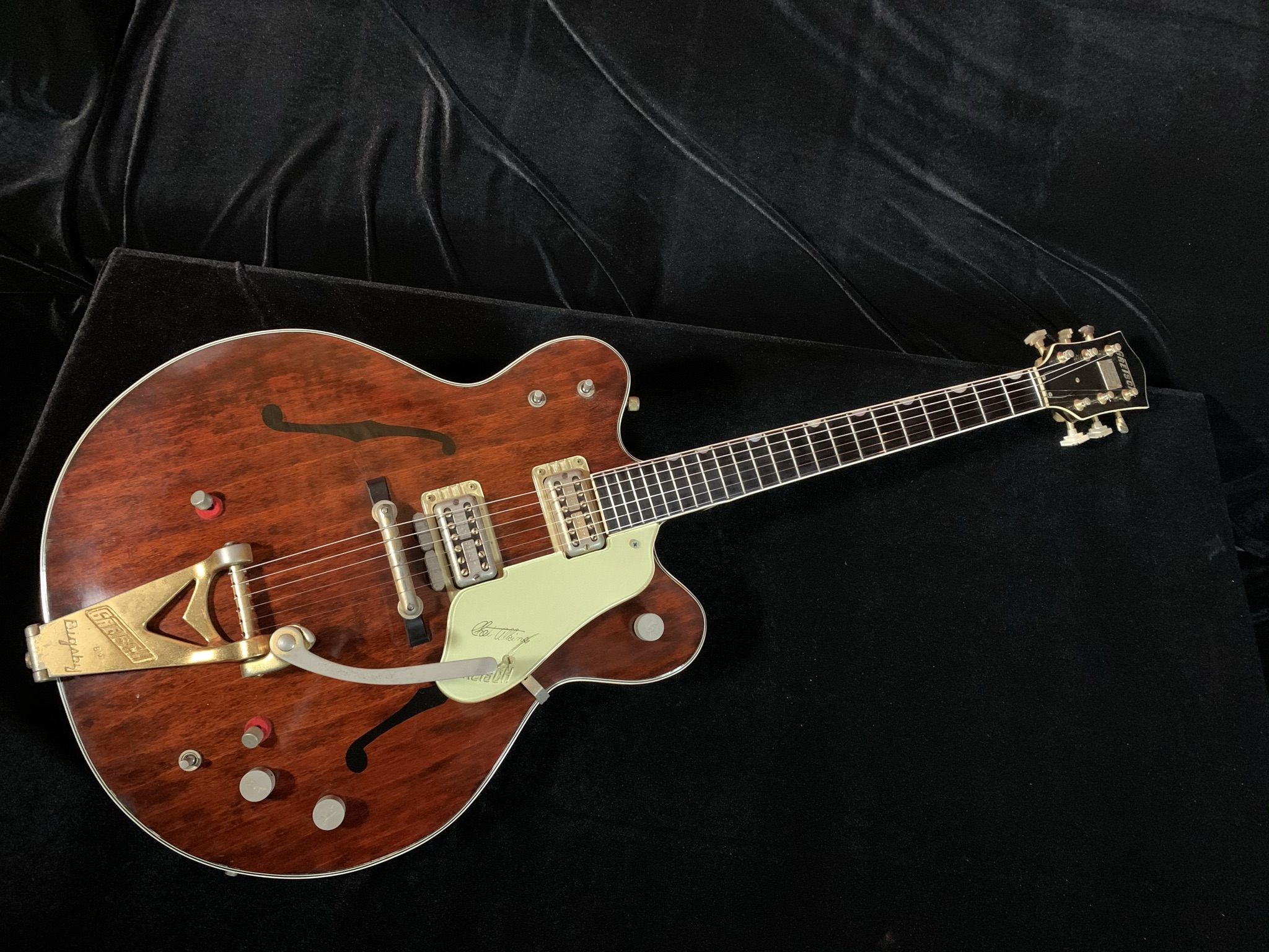 1963 Gretsch Chet Atkins Country Gentleman Model 6122 SN# 48381 (George Harrison Appointments)